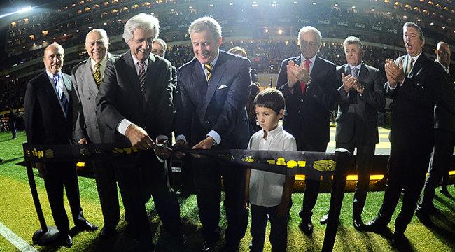 """imagen de Postales de la inauguración del Estadio """"Campeón del Siglo"""""""
