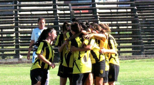 imagen de Fútbol Femenino | Peñarol inicia la defensa del título