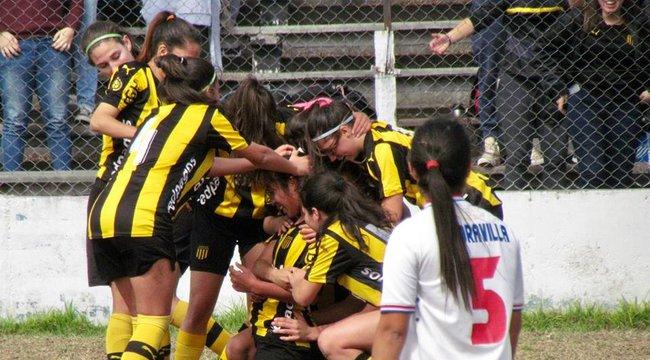 imagen de ¡Peñarol se quedó con el clásico de Fútbol Femenino!
