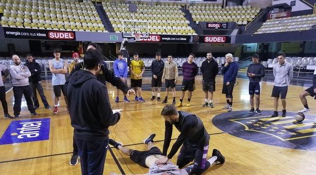 imagen de Taller de primeros auxilios para las formativas de básquetbol de Peñarol